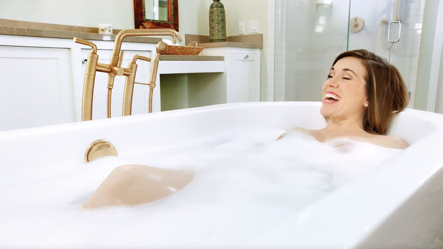 Woman sings with Descanso tub filler