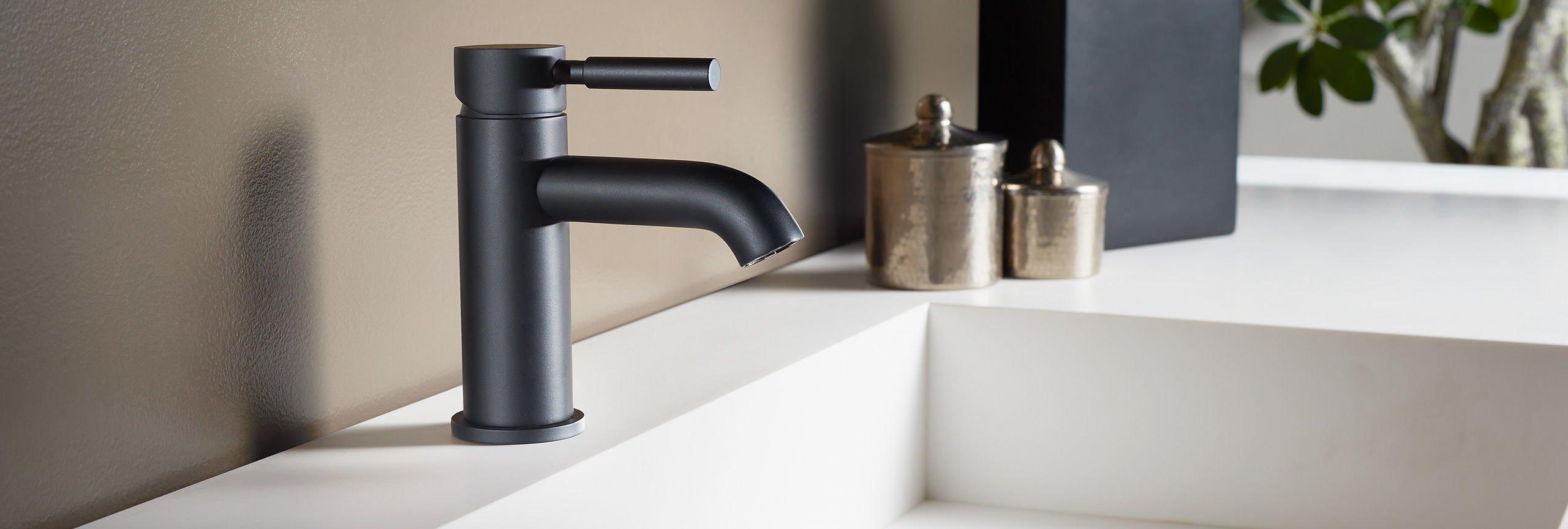 bathroom series Avalon single hole faucet in matte black